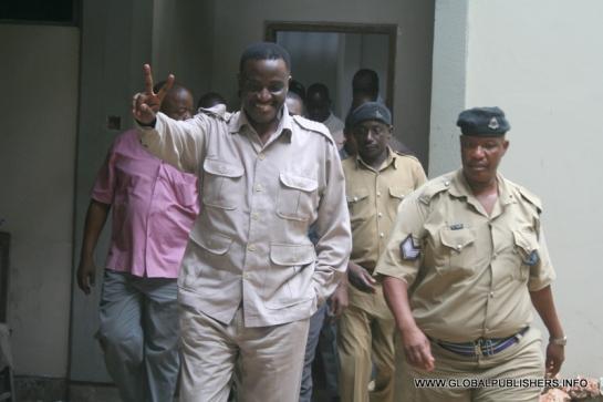 Wilfred Muganyizi Lwakatare, akionesha alama ya vidole viwili
