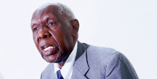 Mwanasheria Mkuu wa Serikali Mstaafu, Jaji Mark Bomani akizungumza kwenye mkutano na waandishi wa habari jijini Dar es Salaam jana. Picha na Michael Matemanga